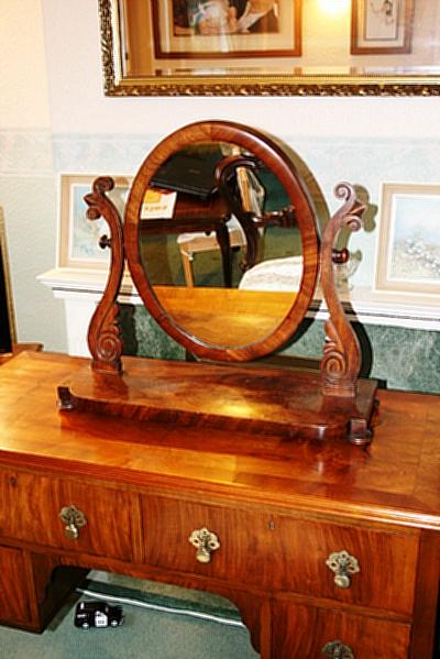 1800년 후반 빅토리안 드레싱 테이블 Mirror