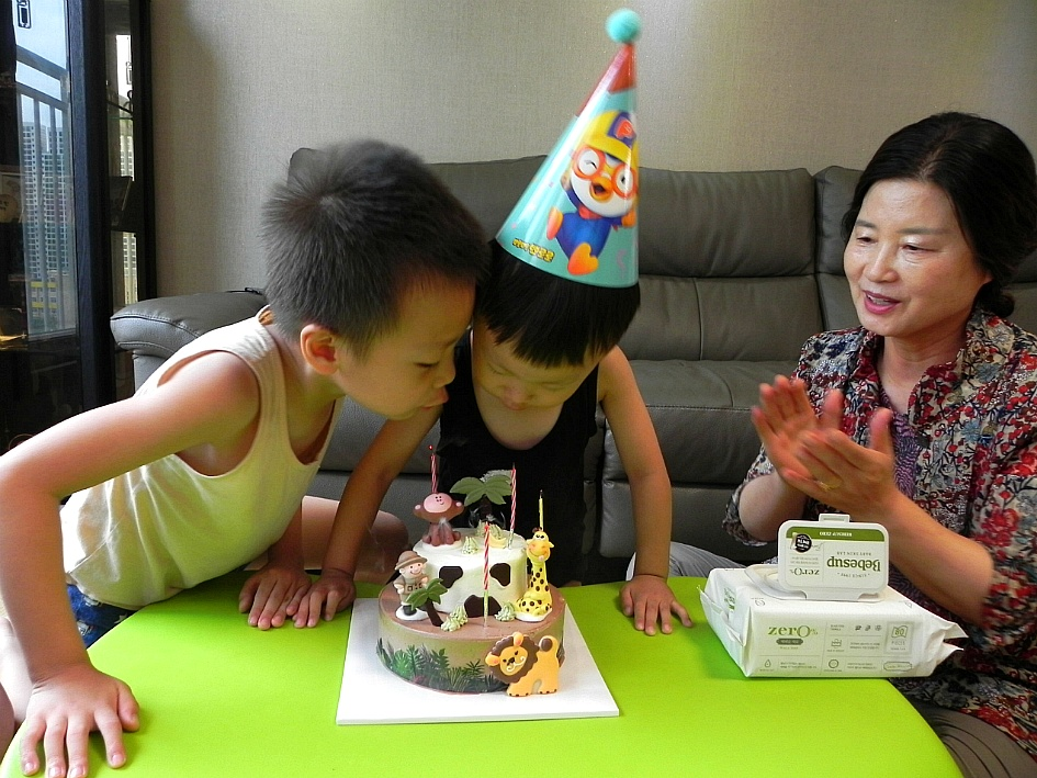 윤민호의 소박한 세번째 생일잔치